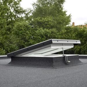 Toldo exterior INTEGRA solar cubierta plana